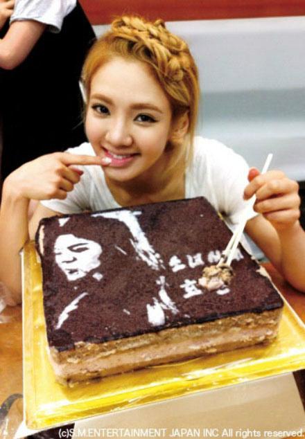 hyoyeon-cake-2
